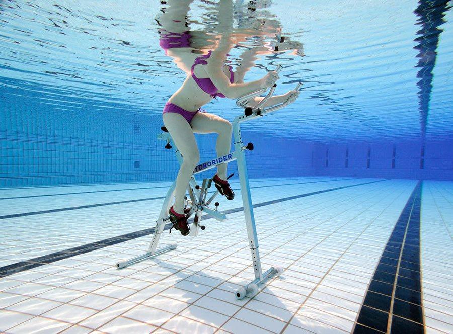Bruler ses calories en piscine avec une séance d'aquabike