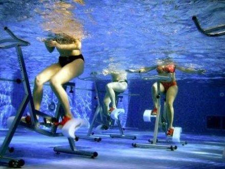 Pratiquer l'aquabiking pour éliminer la cellulite