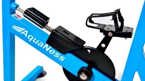 Présence d'un disque de frein mécanique à résistance réglable pour l'aquabike aquaness v2